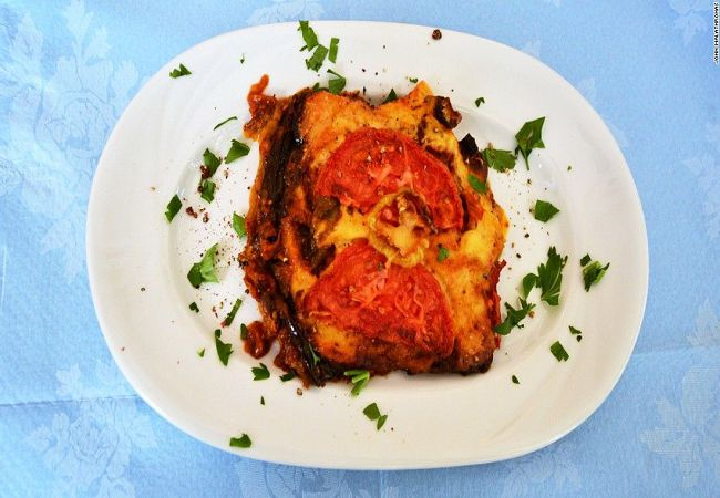 -aploti-eggplants-with-cheese-and-tomato-at-kiofte-takeaway-restaurant-001-super-169.jpg