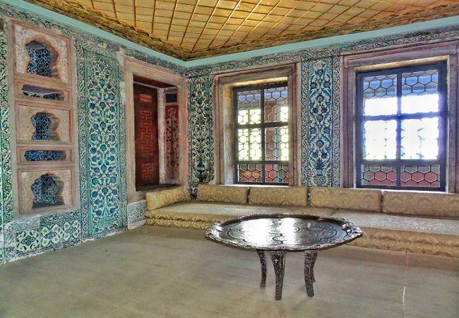 Topkapi-Palace-Harem-4.jpg