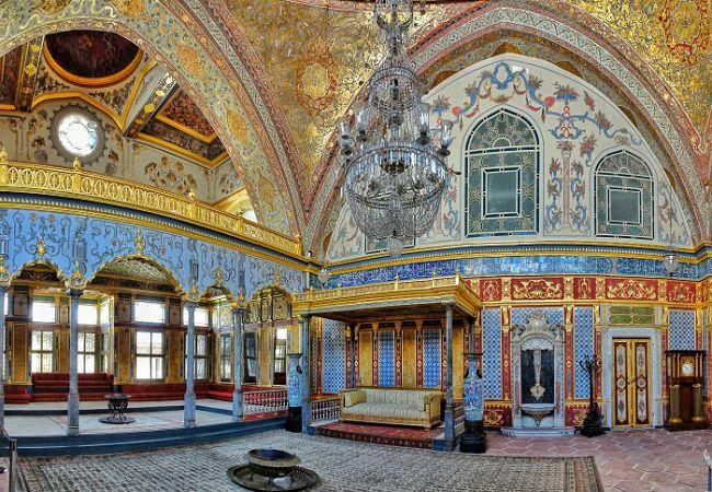 Topkapi-Palace-Harem-Imperial-Hall-13.jpg