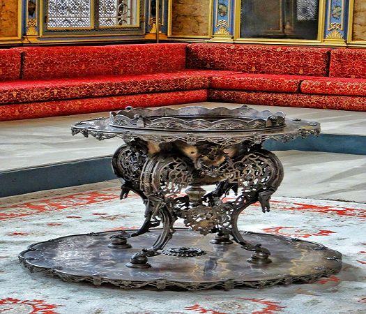 Topkapi-Palace-Harem-Imperial-Hall-9.jpg