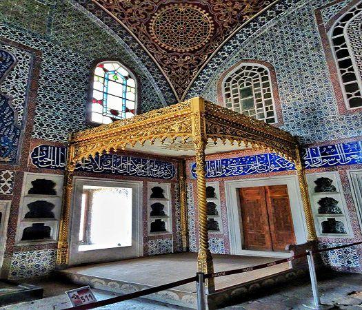 Topkapi-Palace-Harem-Privy-Chamberof-Murat-III-3.jpg