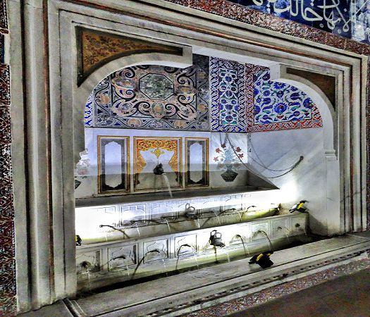 Topkapi-Palace-Harem-Privy-Room-of-Murad-III-fountain.jpg