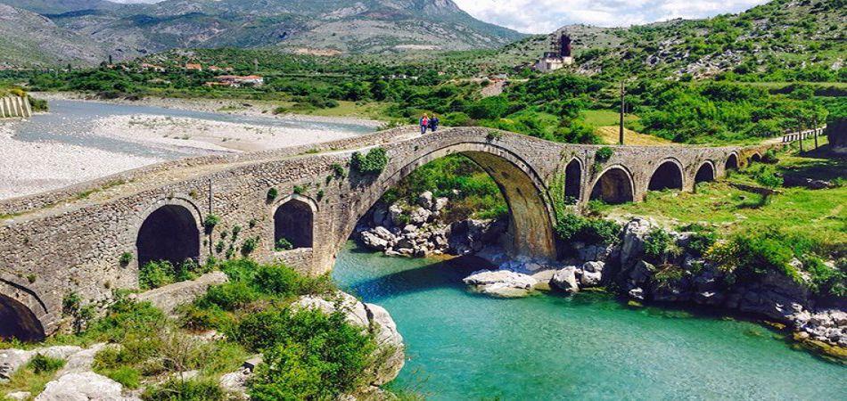 Об Албании